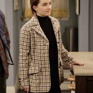 Kaitlyn Dever Last Man Standing Eve Baxter Checkered Coat
